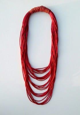 collar-rojizo-capas