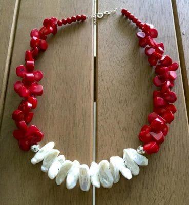collar coral rojo y blanco2
