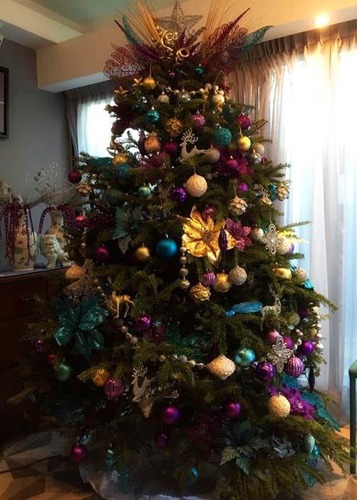 Decoración árbol en tonos lila, azul, dorado. Mene Quintero