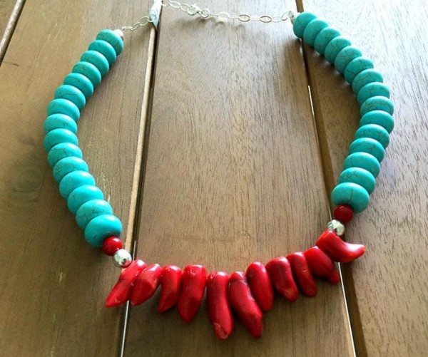 Collar coral y turquesa