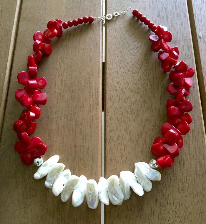 Collar coral blanco y rojo 1