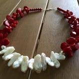 Collar coral blanco y rojo