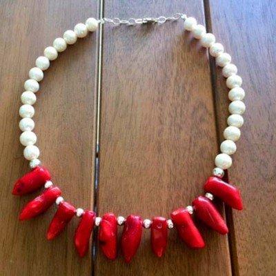 Collar coral y perlas