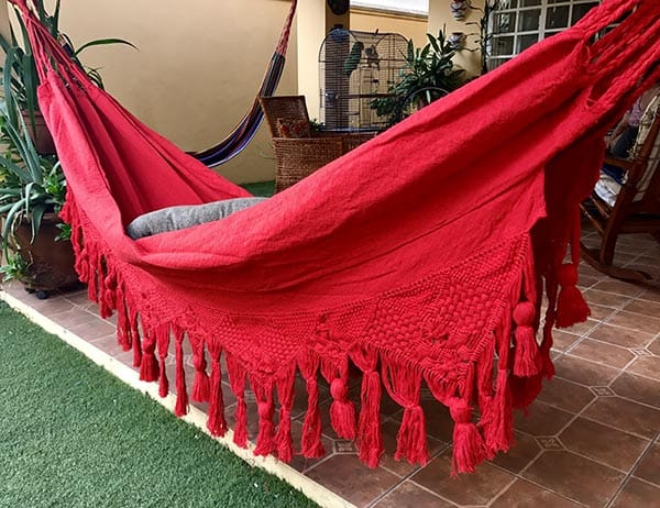 hamaca roja de tela