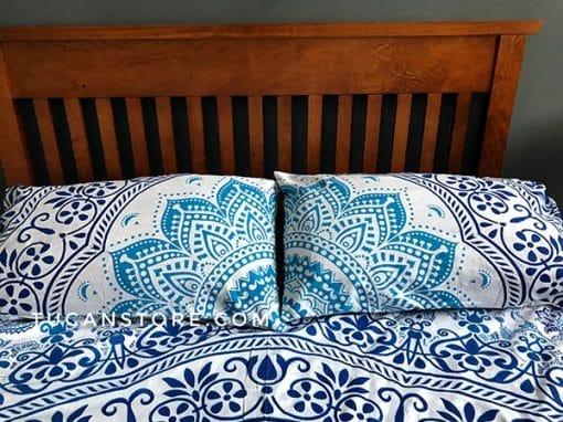 funda de almohada azul y celeste tienda de decoración