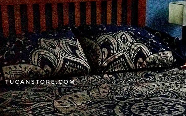 fundas de almohada negro y dorado tienda de decoración